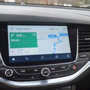 Android Auto: Ličen, pregleden in v Sloveniji komaj uporaben nadomestek infozabavnega sistema