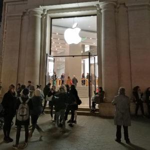 Apple mora na Nizozemskem pokvarjen izdelek v garanciji zamenjati z novim