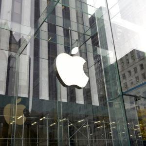 Apple lahko na daljavo izključi ukraden iPhone, policija pa ne more onesposobiti fotoaparatov v mobilnikih