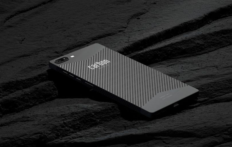 Carbon 1 MK II je pametni telefon z ohišjem iz ogljikovih vlaken