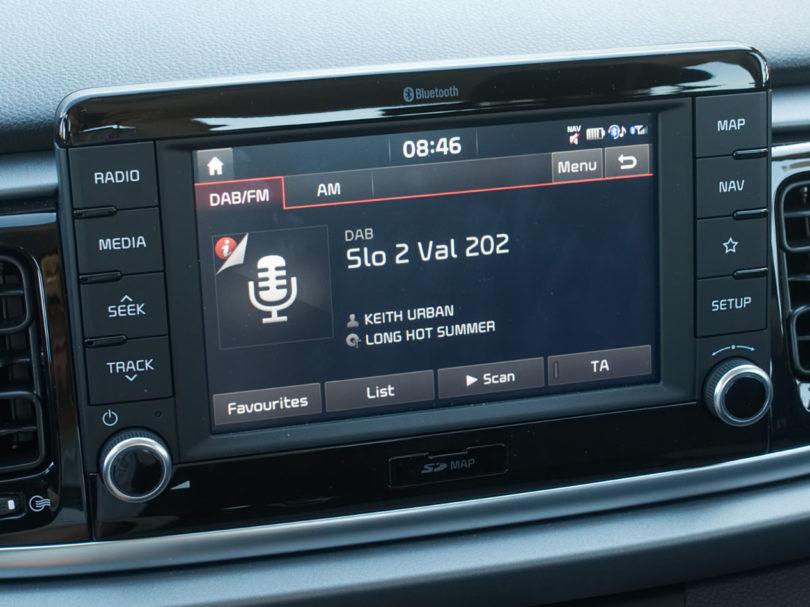 Še slabi dve leti do obveznega digitalnega radia v avtih