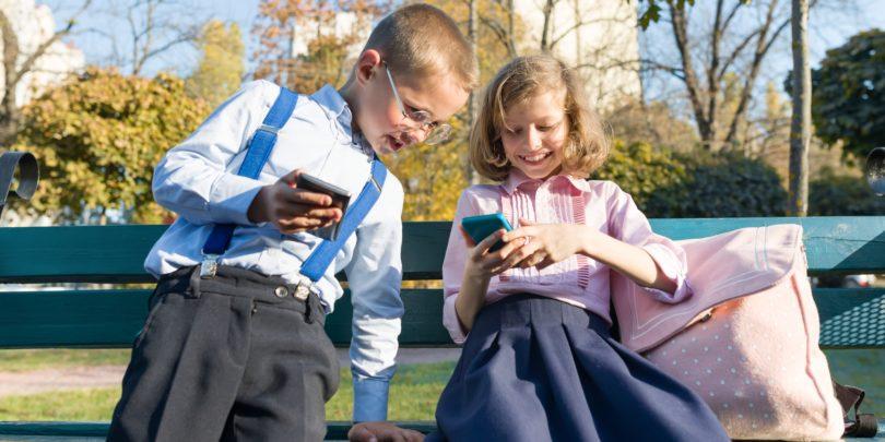 """NAZAJ V ŠOLO: Oči nov telefon bi! """"Mar res misliš, da sem banka"""""""
