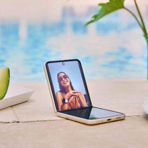 Naloga Galaxyja Z Flip3 je popularizacija modernih preklopnih telefonov