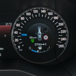 Omejevalnik hitrosti, ki miri voznika in nervira tiste zadaj