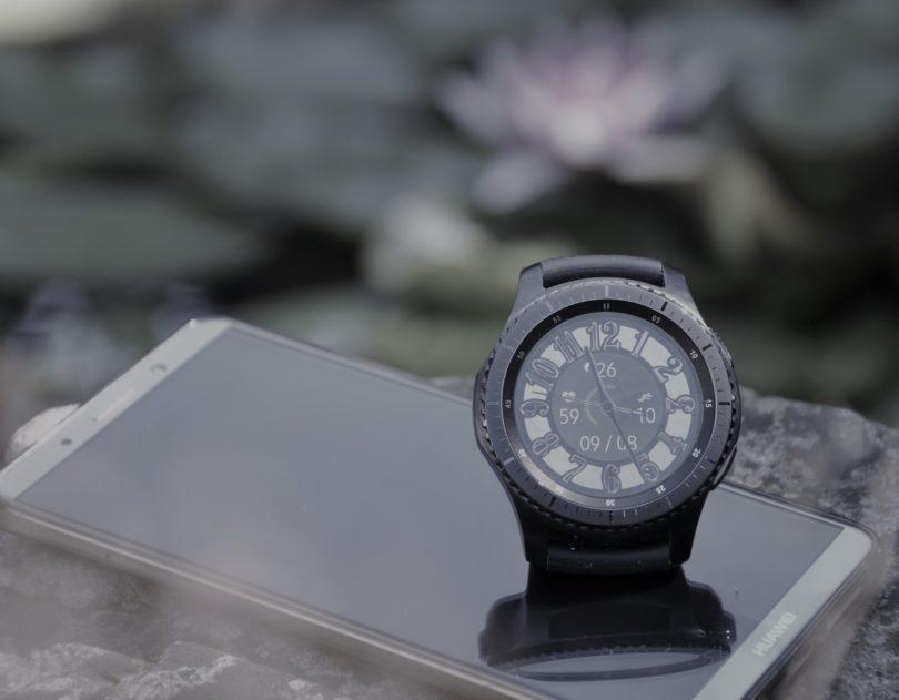 Samsung Gear S3 Frontier: Ne tič ne miš, ampak nekaj vmes