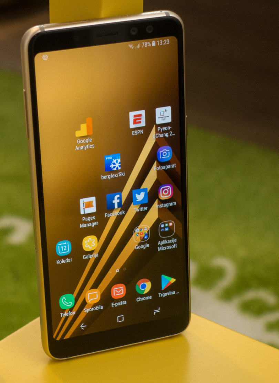 Samsung Galaxy A8: Veliko sodobnega in nekaj nepotrebnih omejitev