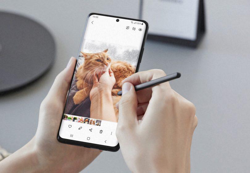 Samsungov Galaxy S21 Ultra je najbolj črn telefon doslej