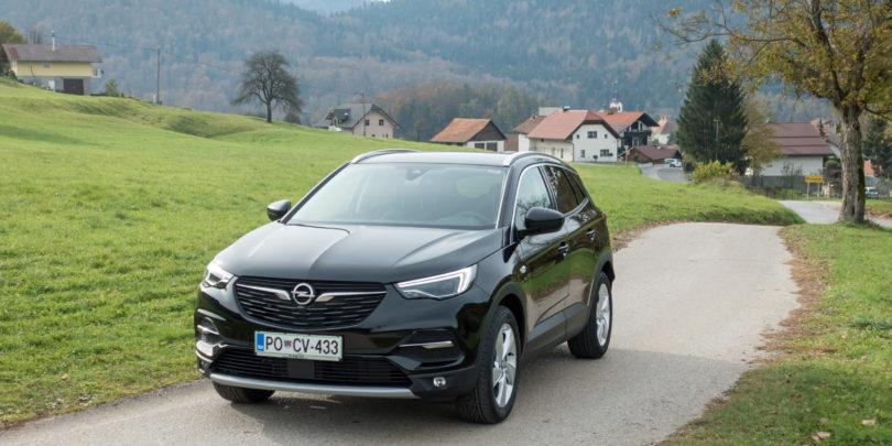 Opel se kot eden zadnjih priključuje zabavi s srednjevelikimi SUV-ji