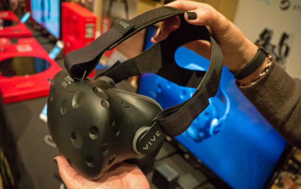 HTC vive omogoča najbolj realistično navidezno doživetje. Foto Matjaž Ropret