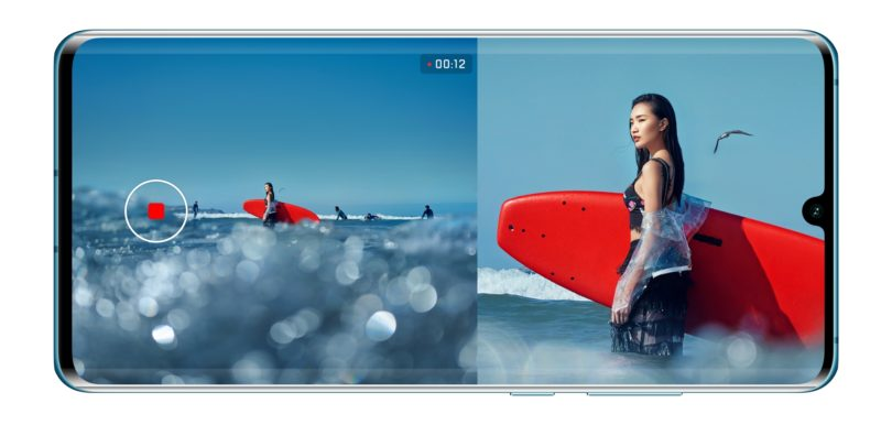 Bodi kot hollywoodski režiser s telefonom Huawei P30 Pro