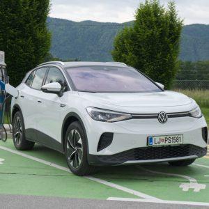 Uporabniki električnih avtomobilov so za ponudnike polnilnic drugorazredni potrošniki