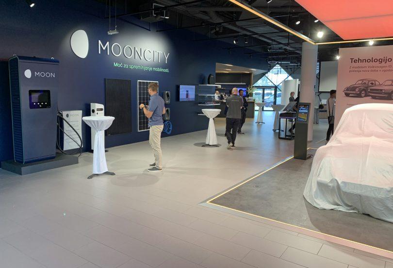 Neprodajni salon za promoviranje električne mobilnosti