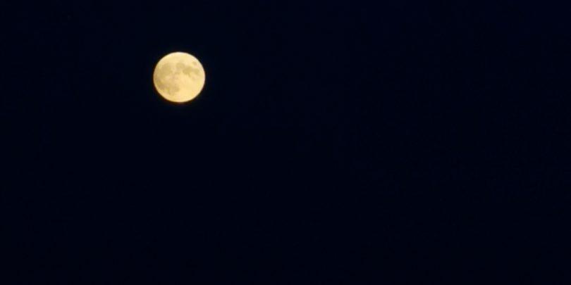 Fotografiranje Lune ali zvezd s telefonom še ni astrofotografija
