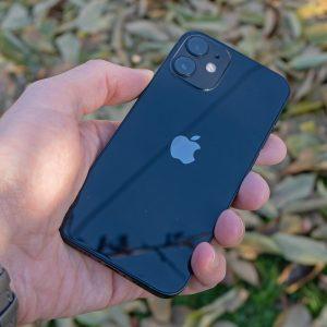 Ukinjeni iPhone 12 Mini jeseni še dobi naslednika, potem pa konec majhnih telefonov