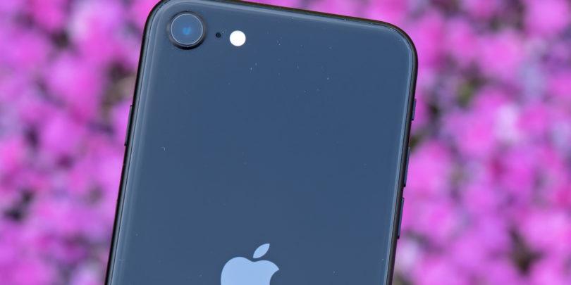 Pocenitev lanskega iPhona za dvajset evrov ni vredna niti oglasov in še manj tvoje pozornosti