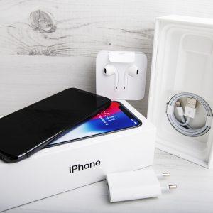 Iphone s priloženim (počasnim) polnilnikom ali brez njega, to je zdaj vprašanje