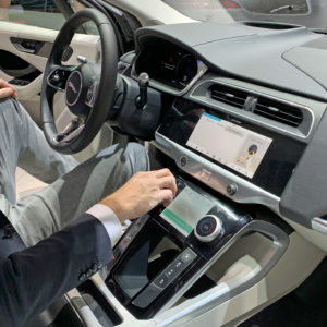 Kaj od infozabave in tehnološke pomoči je dobro imeti v avtu?