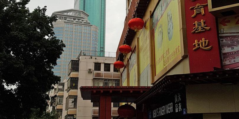 Kitajska viša svoj požarni zid
