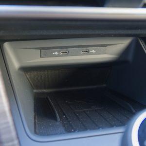USB-C v avtih je nepotreben in neprijazen do uporabnikov