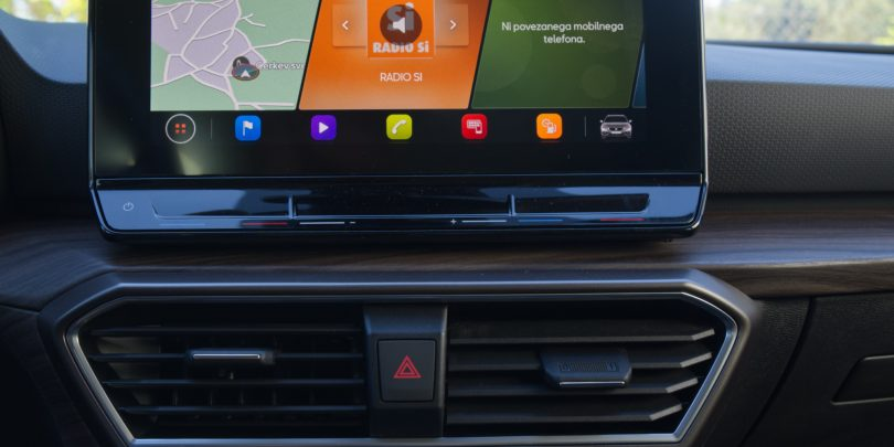 Ministrstvo poziva uvoznike in proizvajalce, naj vsi avtomobili spregovorijo slovensko