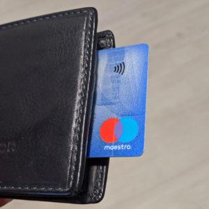 Brezstično v lepem porastu, mobilno plačevanje samo v rahlem