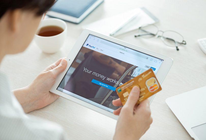 Denar iz računa Paypal lahko na kartico Mastercard zdaj tudi v Sloveniji prenesemo v realnem času