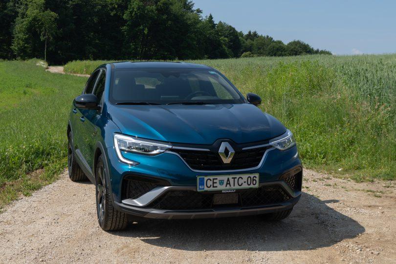 Renault z modelom Megane Conquest vstopa v manj zapolnjen razred in želi osvojiti nove kupce (#video)