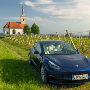 Tesla Model 3 LR Dual Motor: Porsche za srednji rang direktorjev