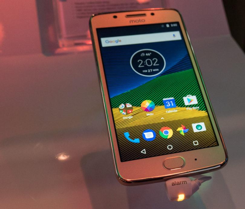 Kakšen mora biti nov pametni telefon v letu 2017?