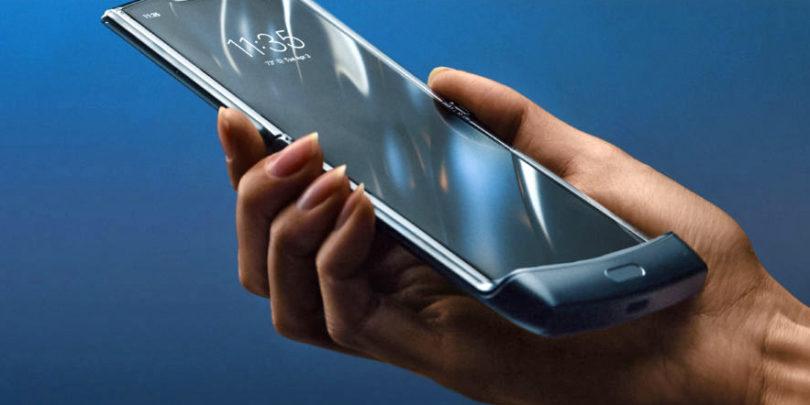 Motorola je s prepogljivim zaslonom oživila preklopni Razr, toda Razr bo težko poživil Motorolo