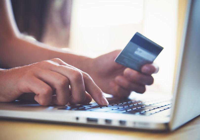 Le še redki spletni nakupi brez potrjevanja z dvema varnostnima elementoma