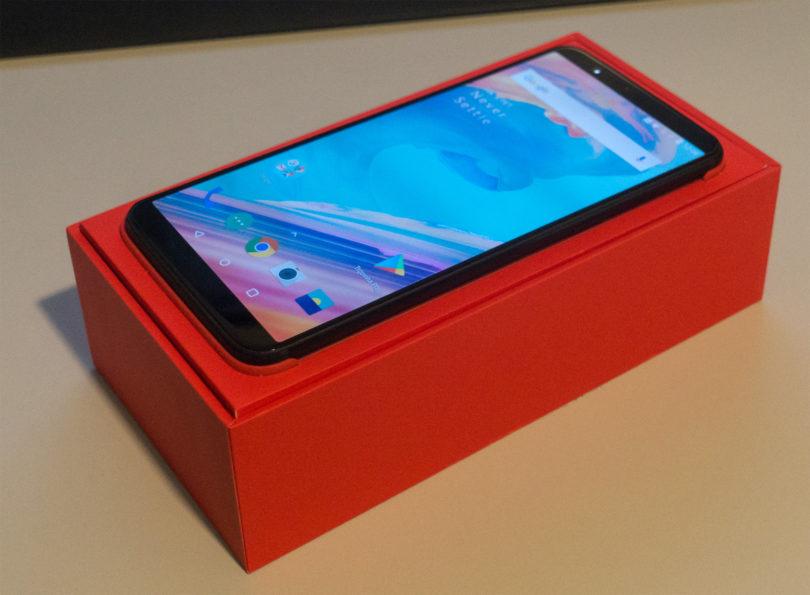 Na test je prispel Oneplus 5T – odpiramo škatlo