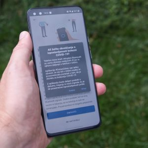Aplikacija za sledenje stikov #OstaniZdrav je v androidni tržnici in lahko bi bila bolje označena