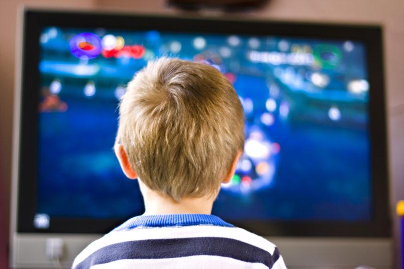 Operaterji zaradi zaprtih šol odklepajo programe, TV Slovenija z več vsebinami za mladino