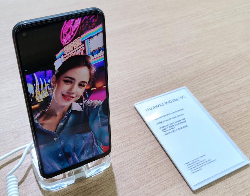Bodo ZDA prihodnje leto sklestile Huaweijevo telefonsko dejavnost na četrtino lanske ali letošnje?