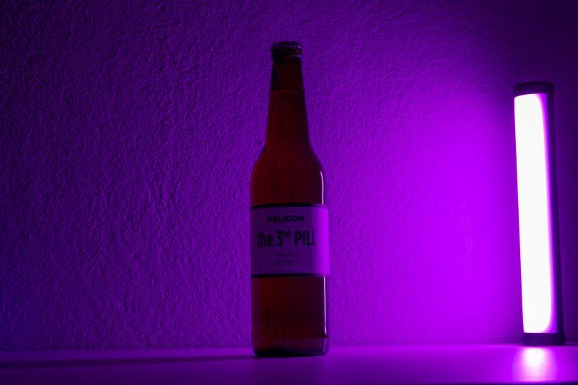 Fotografiranje steklenic in portretov s svetlobno cevjo Nanlite Pavotube 6C