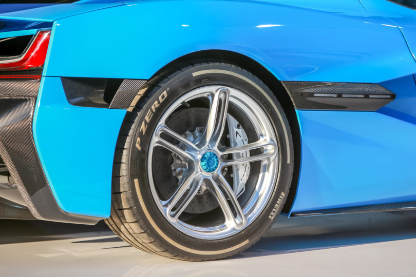 Pirellijeva guma, ki se pogovarja z okolico