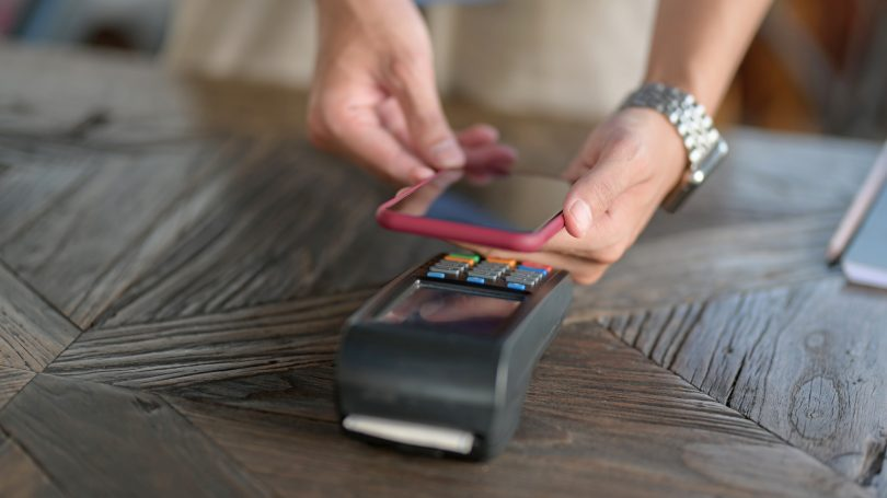 Idealen bančni paket za plačevanje s telefonom?