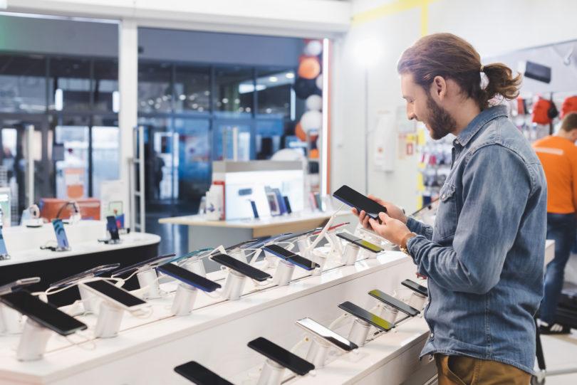 Prodaja telefonov že padla na raven leta 2014, drugo četrtletje bo še slabše