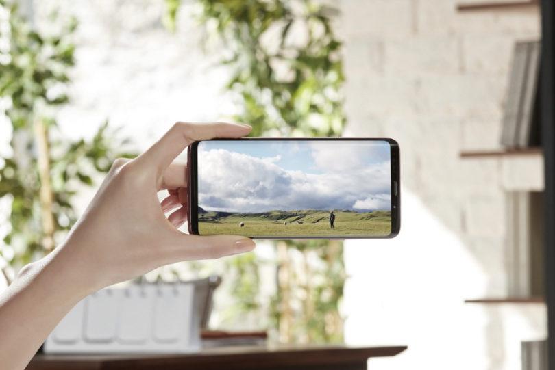 Nepogrešljive lastnosti mobilnega telefona na potovanju