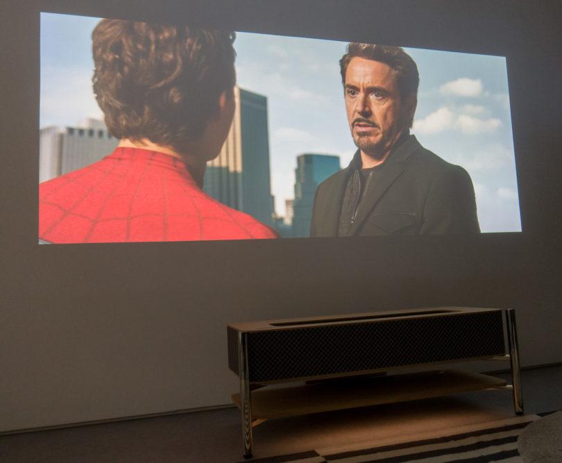 Zakaj ne laserski projektor namesto televizorja?