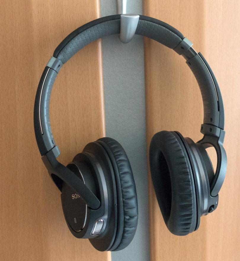 Niso najnovejše, so pa zdaj eden najboljših nakupov med čezušesnimi slušalkami