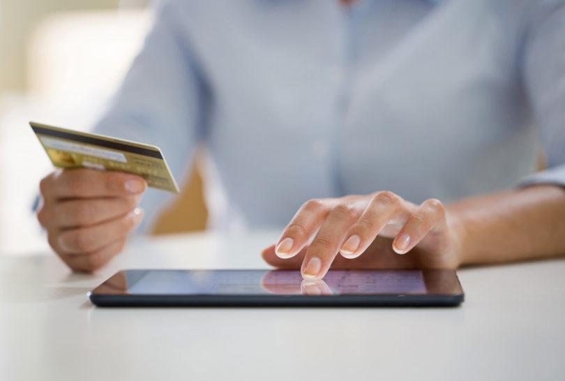 Kdor še ne plačuje brezstično in ne kupuje po spletu, bi mogoče lahko začel zdaj
