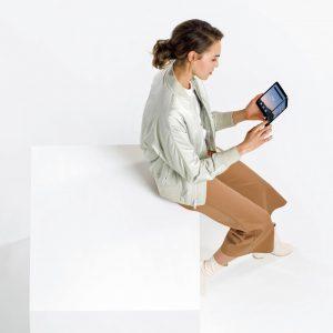 Spojena zaslona boljša rešitev od enega prepogljivega?