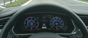 Zaslon pred voznikom se absolutno splača dokupiti.