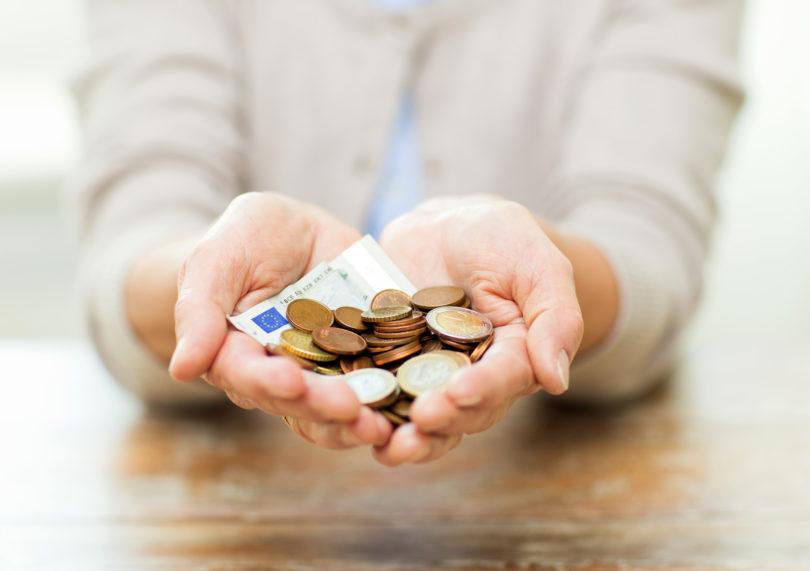 Konec meseca pojdite mladi namesto (starih) staršev na bankomat po pokojnino!