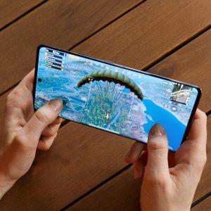 Telekomovi naročniki z ustreznim telefonom se lahko brez doplačila povezujejo v 5G