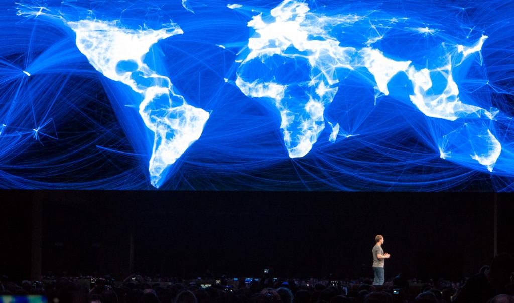 Mark Zuckerberg na Svetovnem kongresu mobilne telefonije v Barceloni. Foto Matjaž Ropret