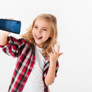 Raziskava Huawei: Izzivi vzgoje otrok v digitalni dobi