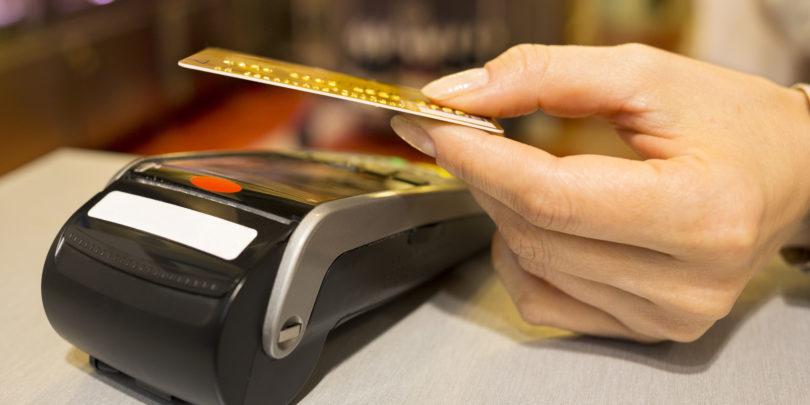 Brezstično in brez PIN-a do 25 evrov ali pa kar za vse nakupe